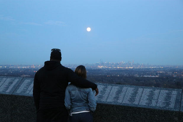 New York'ta süper ay manzarası
