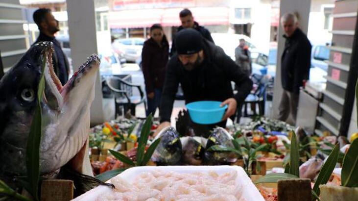 Restoranlar kapanınca balık halinde çeşit arttı, fiyat ucuzladı